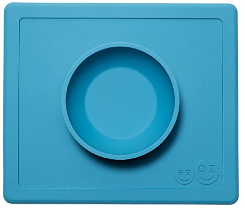 Тарелка глубокая FidgetGo, с подносом, цвет: голубой, диаметр 17,5 см2212345678159Уникальная новинка, не имеющая аналогов на Российском рынке представляет собой тяжеленькую силиконовую поверхность, представляющую собой поднос (плэйсмат, пространство для игр) с тарелкой.Тарелка благодаря силиконовому дну прилипает к столу и другим равномерным поверхностям, предотвращая беспорядок на кухне. Недоеденная еда так и останется на тарелке или пространстве вокруг нее, не испачкав стол и кухню. Перевернуть тарелку также невозможно, что действительно помогает экономить мамин труд.Детская посуда изготовлена из качественного пищевого силикона, абсолютно гипоаллергенного и безопасного. Еще одной приятной особенностью силиконовых тарелок для детей является то, что их можно мыть в посудомоечной машинке, разогревать в микроволновой печи, что обычно не предусмотрено при использовании других детских тарелочек.Весёлая форма тарелки поднимет настроение вашему ребенку.