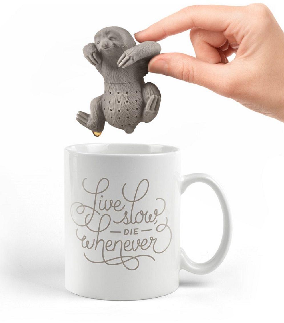 Ситечко для чая FidgetGo Ленивец, цвет: серый2212345678922Современные кухонные аксессуары - яркие и удобные, - отлично приживаются не только дома, но и в офисе.Небольшая емкость из пищевого силикона служит для заваривания листового чая прямо в кружке, задерживает чаинки, помогает обойтись без надоевших чайных пакетиков и радует забавным дизайном.Невероятно долговечная вещь, легкая в эксплуатации.