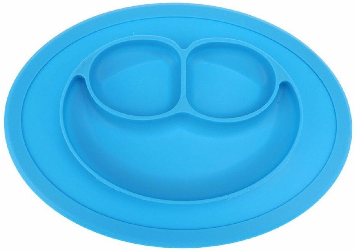 Тарелка детская FidgetGo Улыбка, цвет: голубой, диаметр 17,5 см2212345678953Тарелка благодаря силиконовому дну прилипает к столу и другим равномерным поверхностям, предотвращая беспорядок на кухне. Недоеденная еда так и останется на тарелке или пространстве вокруг нее, не испачкав стол и кухню. Перевернуть тарелку также невозможно, что действительно помогает экономить мамин труд.Детская посуда изготовлена из качественного пищевого силикона, абсолютно гипоаллергенного и безопасного. Еще одной приятной особенностью силиконовых тарелок для детей является то, что их можно мыть в посудомоечной машинке, разогревать в микроволновой печи, что обычно не предусмотрено при использовании других детских тарелочек.Весёлая форма тарелки поднимет настроение вашему ребенку.