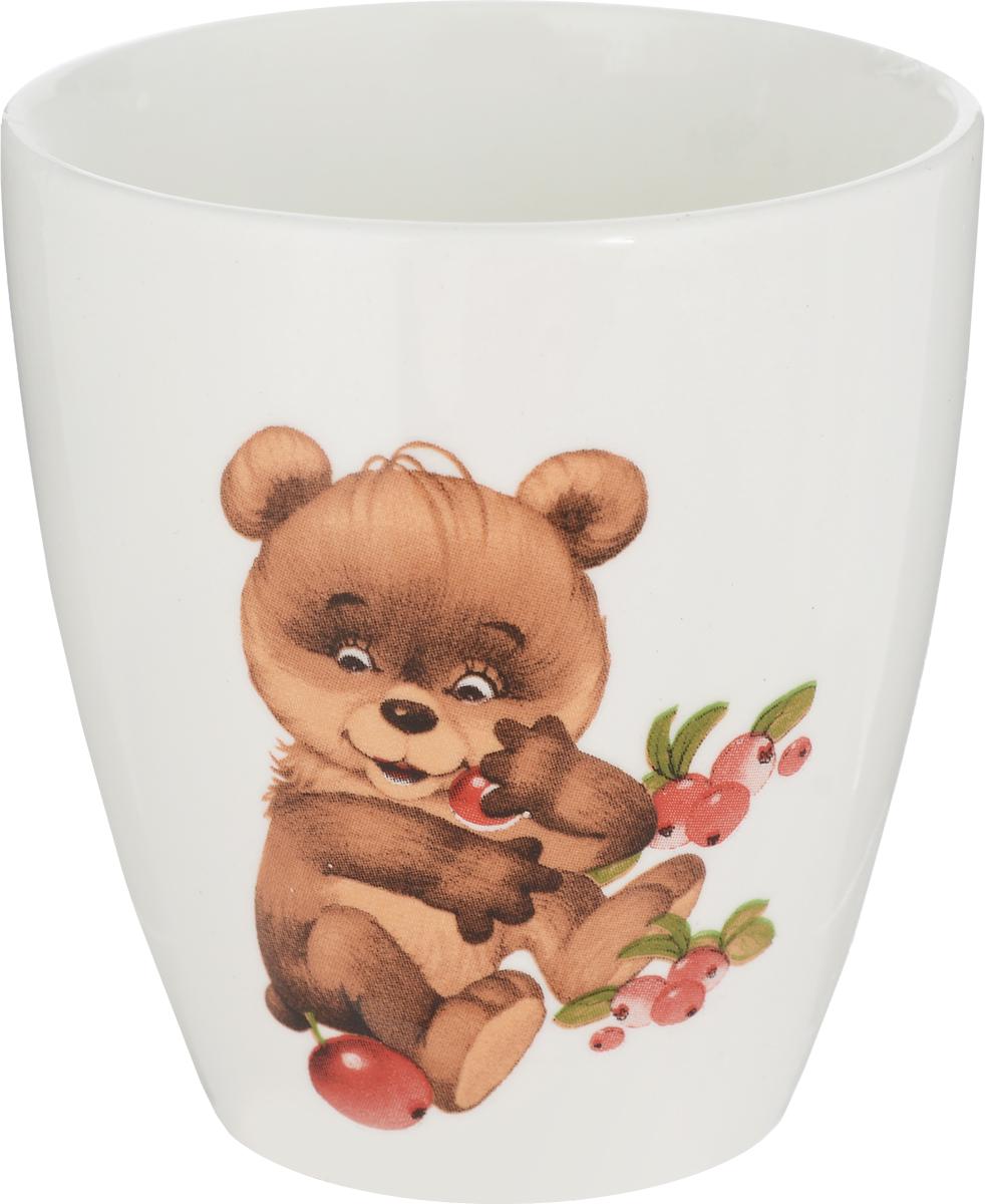 Кубаньфарфор Кружка детская Медвежонок 220 мл2220110_медвежонокФаянсовая детская кружка Кубаньфарфор Медвежонок с забавным рисунком понравится каждому малышу. Изделие из качественного материала станет правильным выбором для повседневной эксплуатации и поможет превратить каждый прием пищи в радостное приключение.Кружка легко моется, не впитывает запахи, а рисунок имеет насыщенный цвет. Благодаря безопасному материалу, кружка подойдет для любых напитков.Объем кружки - 220 мл. Кружа дополнена удобной ручкой, а ее небольшие размеры и вес позволят малышу без труда держать кружку самостоятельно. Оригинальная детская кружка непременно порадует ребенка и станет отличным подарком.Кружку можно использовать в СВЧ-печах и мыть в посудомоечных машинах.