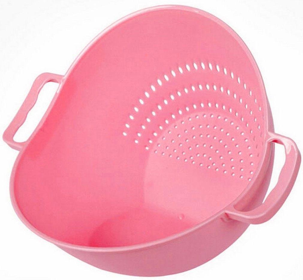 Дуршлаг-чаша Ruges Тусет, цвет: розовый, 26 х 22 х 18 смK-57Миска дуршлаг Тусет - это необычная кухонная пластиковая емкость 2 в 1, у которой два дна. Ставите на одно - у вас вместительная миска для продуктов. Ставите на другое - у вас дуршлаг для промывания продуктов. Замысел прост и прекрасен: не надо перекладывать промытые продукты в другую посуду. Наклонили Тусет к ситу - промыли, наклонили в другую сторону - продукты в миске и можно продолжить их обработку. Размеры: 26 х 22 х 18 см.Объем: 2 л.Вес: 150 г.