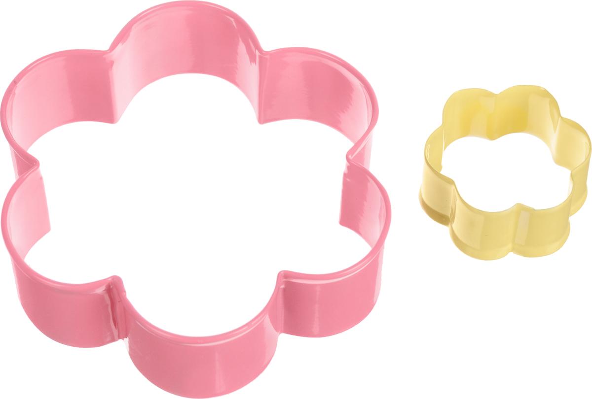 Формочки для вырезания печенья Wilton Цветок, 2 штWLT-2308-4458Формочки металлические для вырезания печенья Цветок большой и цветок маленький, 2 шт.Формочки для вырезания печенья Wilton Цветок изготовлены из окрашенного металла. В наборе 2 формочки в виде большого и маленького цветка. Предназначены для вырезания печенья, создания сладких украшений, бутербродов и других изделий. Можно использовать как трафареты для поделок и с непищевыми материалами (бумагой и др.). С такими формами-резаками можно сделать множество интересных фигурок и поделок. Диаметр формы Большой цветок: 9 см. Диаметр формы Маленький цветок: 4 см. Высота стенки большой формы: 2,5 см.Высота стенки маленькой формы: 2 см.Возрастная категория: 3+.