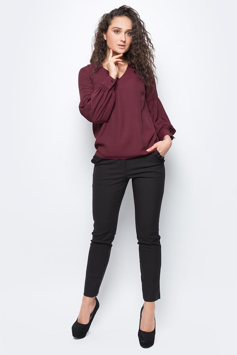 Блузка женская adL, цвет: бордовый. 11533109000_012. Размер S (42/44)11533109000_012Лаконичная блузка adL выполнена из полиэстера. Модель свободного кроя с длинными объемными рукавами и V-образным вырезом горловины. Манжеты рукавов застегиваются на пуговицы. В такой блузке вы будете выглядеть стильно и элегантно.