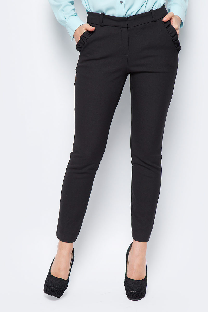 Брюки женские adL, цвет: черный. 15332165000_001. Размер XS (40/42)15332165000_001Стильные женские брюки adL - это изделие высочайшего качества, которое превосходно сидит и подчеркнет все достоинства вашей фигуры. Брюки стандартной посадки выполнены из хлопка с добавлением полиэстера и эластана, что обеспечивает комфорт и удобство при носке. Модель дополнена двумя боковыми карманами с оборками, сзади - два прорезных кармана. На талии предусмотрены шлевки для ремня. Эти модные и в то же время комфортные брюки послужат отличным дополнением к вашему гардеробу и помогут создать неповторимый современный образ.