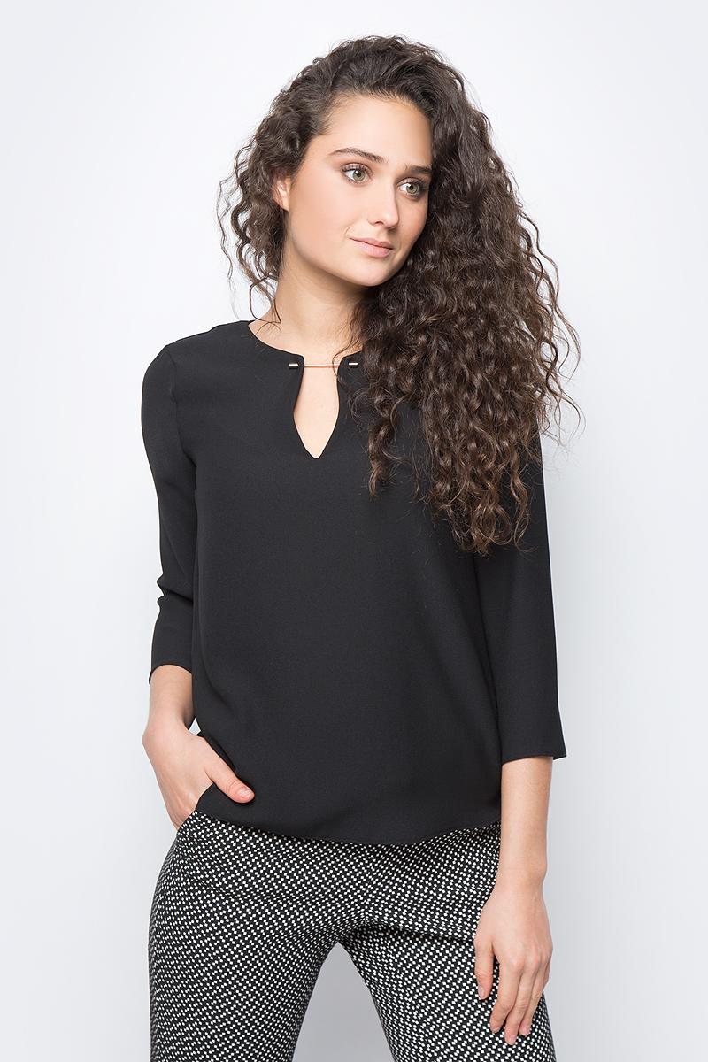 Блузка женская adL, цвет: черный. 11528509002_001. Размер S (42/44)11528509002_001Лаконичная блузка adL выполнена из полиэстера. Модель свободного кроя с рукавами 3/4 и V-образным вырезом горловины на груди оформлена стильной фурнитурой. На спинке изделие застегивается на пуговицу. В такой блузке вы будете выглядеть стильно и элегантно.