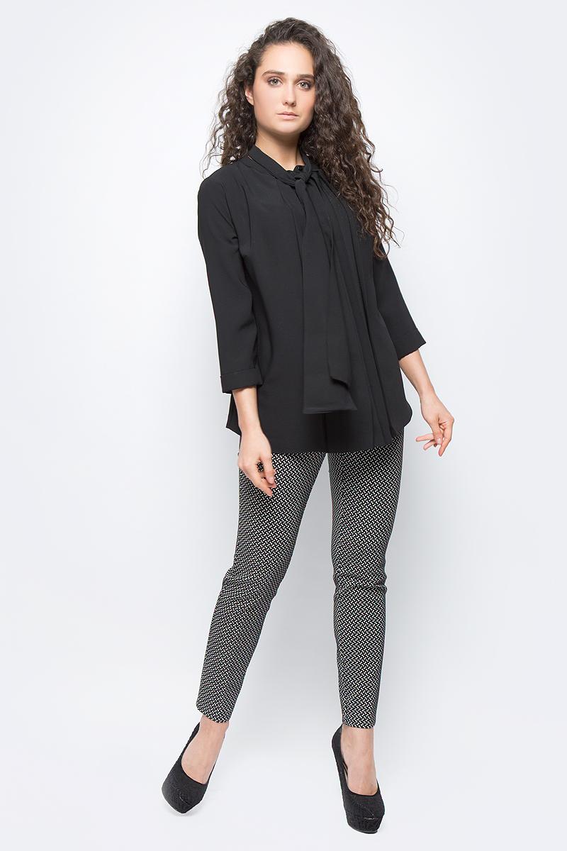 Блузка женская adL, цвет: черный. 11533259000_001. Размер M (44/46)11533259000_001Стильная блузка adL выполнена из плотного полиэстера. Модель свободного кроя с рукавами длиной 3/4 и круглым вырезом горловины застегивается на пуговку. Горловина оформлена декоративными завязками, которые можно оформить в объемный бант или оставить распущенными, имитируя шарф. В такой блузке вы будете выглядеть эффектно и модно.