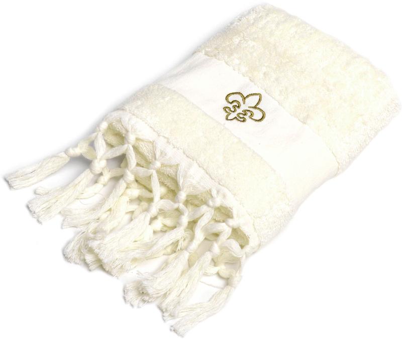 Создать завершенный интерьер ванной комнаты в стиле прованс позволяют полотенца с изящными кисточками и декоративными элементами в виде королевских лилий. Особенностью полотенец является наличие лейбл-петельки и со вкусом выполненная подарочная брендированная упаковка.