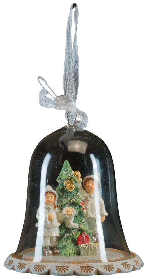 Сувенир новогодний Erich Krause Дети на Рождество, 8 см44247Новогоднее украшение представляет собой стеклянный купол на подставке. Внутри расположена композиция: дети наряжают рождественскую елку. Изделие очень деликатно выполнено, потому его равноценно можно использовать как украшение праздничного стола или для украшения елки. Новогодние украшения всегда несут в себе волшебство и красоту праздника. Создайте в своем доме атмосферу тепла, веселья и радости, украшая его всей семьей.