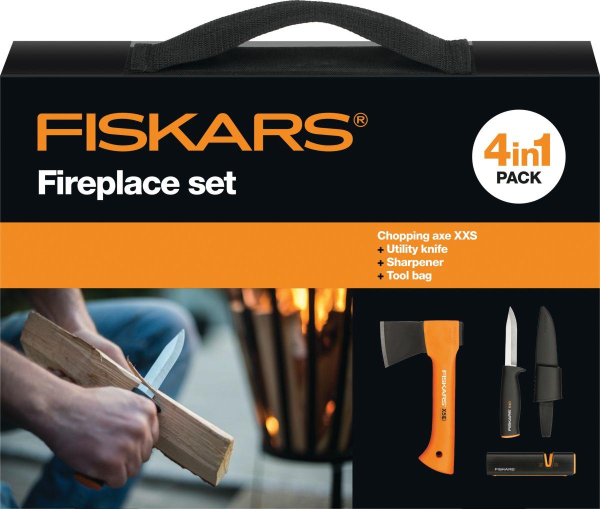 Удобный, компактный набор инструментов «Fiskars» в сумке. Пригодится на рыбалке, в походе,  в путешествии на машине. Набор упакован в картонную подарочную коробку. Подойдет в  качестве подарка мужчине.  В набор входит: - Топор туристический Fiskars X5. - Нож универсальный в чехле. -  Точилка для ножа. - Сумка.  Нож универсальный в чехле.  Характеристики:  Вес: 69 гр.   Длина. 228 мм.   - Нож общего назначения в пластиковом чехле, который делает перенос ножа абсолютно  безопасным; - Удобная пластиковая рукоятка с протектором для пальцев; - Гладкое лезвие из нержавеющей стали.  Топор туристический малый Fiskars X5.  Характеристики и особенности:  Вес: 480 гр.  Длина: 215 мм.  - Дизайн лезвия позволяет колоть и рубить небольшие поленья, деревья, щепки; - Топор предназначен для работы одной рукой. Топорище изготовлено из прочного,  долговечного, легкого материала, который устойчив к засушливой и влажной погоде; - Рукоятка из упругого аммортизирующего материала, с удобным захватом. Конец рукоятки в  форме крюка (чтобы топор не выскользнул из руки); - Рукоятка запрессована в лезвие методом литья под давлением, т. о. оно не сорвется.  Пластиковая щека обеспечивает надежную фиксацию лезвия; - Топор Fiskars Х5 снабжен брезентовым чехлом, скрывающим обух. Клапан чехла на  липучке, надежно фиксирует топор; - Чехол имеет пришитую петлю, для крепления на пояс, а также позволяет повесить топор  на крючок или гвоздь.