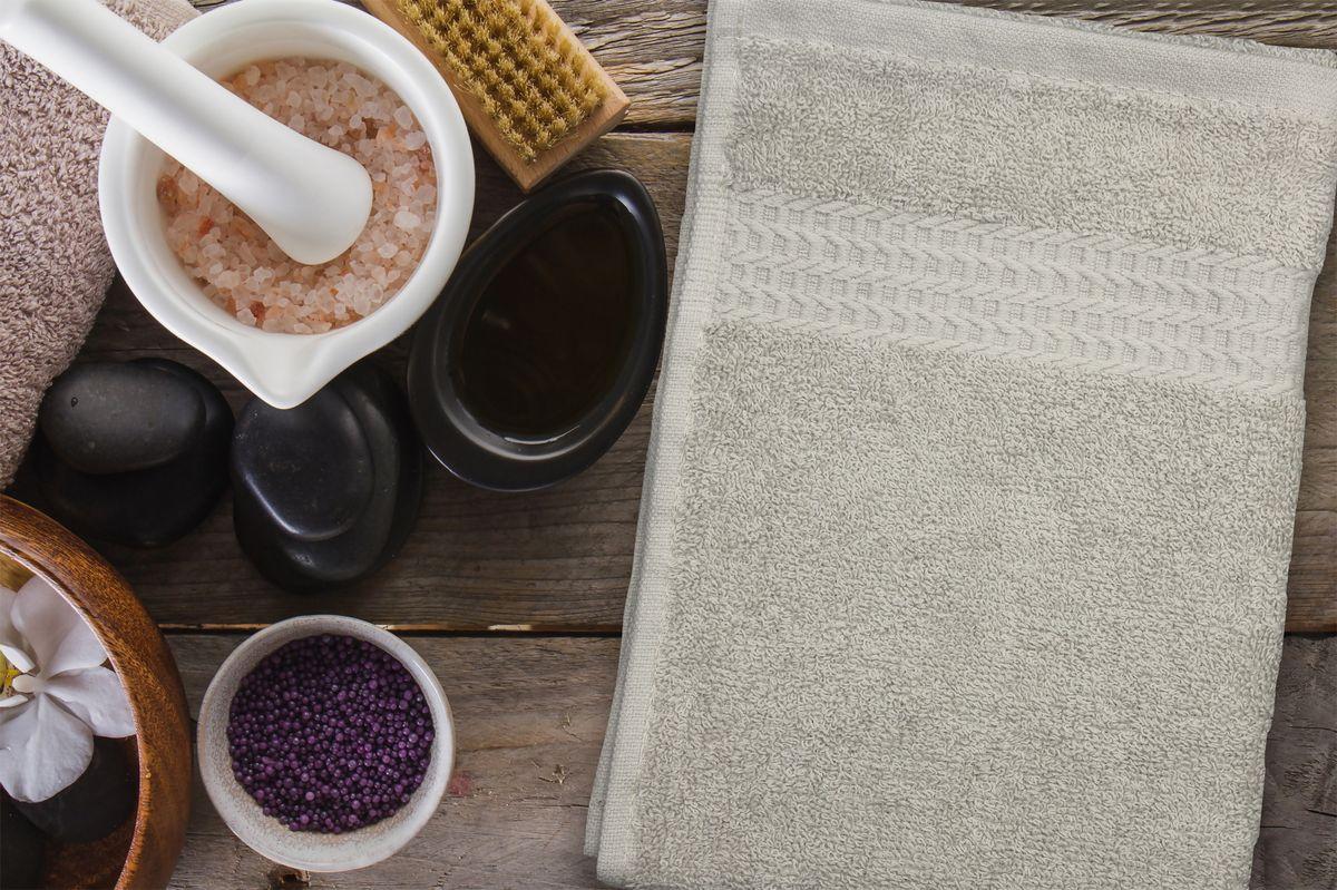 Полотенце Amore Mio AST Clasic, цвет: бежевый, 30 х 70 см89539Полотенца Amore Mio - это высокое качество, мягкость и впитываемость. Разнообразие цветовой гаммы и размеров позволит Вам создать современный яркий интерьер Вашей ванной комнаты. Полотенца производятся из 100% хлопка высочайшего качества. Дополнительная обработка (мерсеризация) делает их мягкими и пушистыми. Изделие декорировано фактурным геометрическим узором в цвет основного полотна и обрамлено жаккардовым бордюром. Размерный ряд: 30*70 см; 50*90 см; 70*140 см.