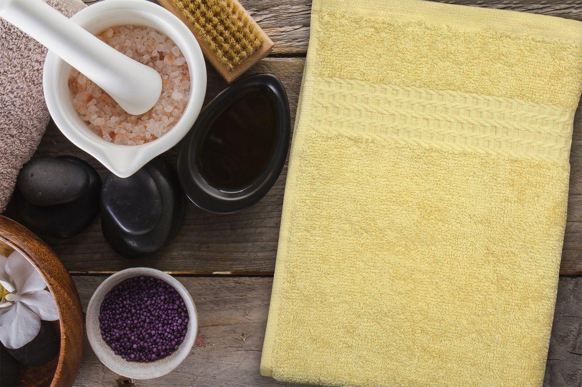 Полотенце Amore Mio AST Clasic, цвет: желтый, 30 х 70 см89547Полотенца Amore Mio - это высокое качество, мягкость и впитываемость. Разнообразие цветовой гаммы и размеров позволит Вам создать современный яркий интерьер Вашей ванной комнаты. Полотенца производятся из 100% хлопка высочайшего качества. Дополнительная обработка (мерсеризация) делает их мягкими и пушистыми. Изделие декорировано фактурным геометрическим узором в цвет основного полотна и обрамлено жаккардовым бордюром. Размерный ряд: 30*70 см; 50*90 см; 70*140 см.