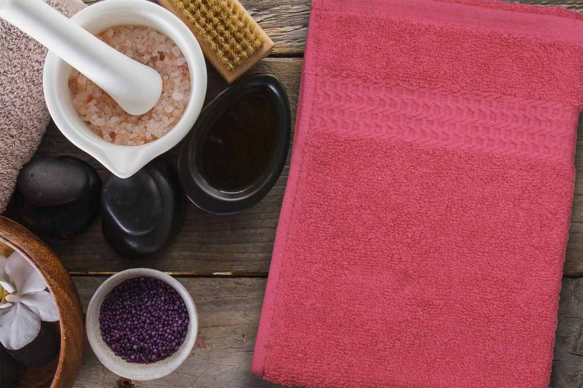 Полотенце Amore Mio AST Clasic, цвет: малиновый, 30 х 70 см89551Полотенца Amore Mio - это высокое качество, мягкость и впитываемость. Разнообразие цветовой гаммы и размеров позволит Вам создать современный яркий интерьер Вашей ванной комнаты. Полотенца производятся из 100% хлопка высочайшего качества. Дополнительная обработка (мерсеризация) делает их мягкими и пушистыми. Изделие декорировано фактурным геометрическим узором в цвет основного полотна и обрамлено жаккардовым бордюром. Размерный ряд: 30*70 см; 50*90 см; 70*140 см.