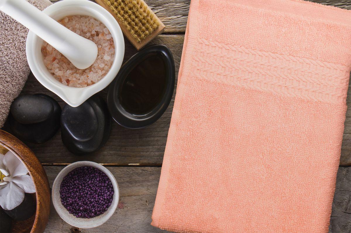Полотенце Amore Mio AST Clasic, цвет: персиковый, 50 х 90 см89555Полотенца Amore Mio - это высокое качество, мягкость и впитываемость. Разнообразие цветовой гаммы и размеров позволит вам создать современный яркий интерьер вашей ванной комнаты. Полотенца производятся из 100% хлопка высочайшего качества. Дополнительная обработка (мерсеризация) делает их мягкими и пушистыми. Изделие декорировано фактурным геометрическим узором в цвет основного полотна и обрамлено жаккардовым бордюром.