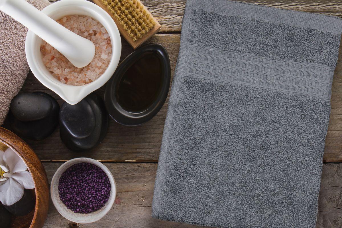 Полотенце Amore Mio AST Clasic, цвет: серый, 70 х 140 см89575Полотенца Amore Mio - это высокое качество, мягкость и впитываемость. Разнообразие цветовой гаммы и размеров позволит Вам создать современный яркий интерьер Вашей ванной комнаты. Полотенца производятся из 100% хлопка высочайшего качества. Дополнительная обработка (мерсеризация) делает их мягкими и пушистыми. Изделие декорировано фактурным геометрическим узором в цвет основного полотна и обрамлено жаккардовым бордюром. Размерный ряд: 30*70 см; 50*90 см; 70*140 см.