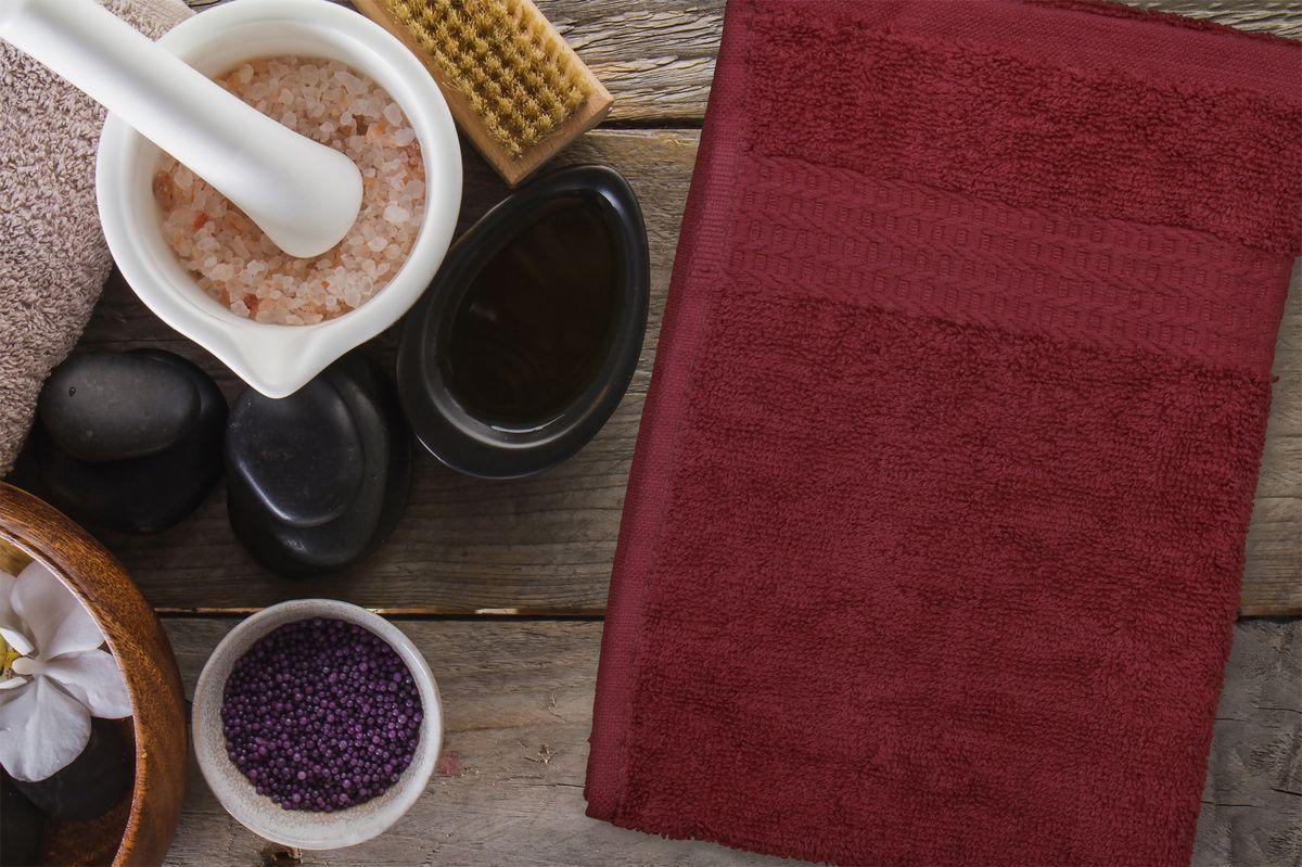 Полотенца Amore Mio - это высокое качество, мягкость и впитываемость. Разнообразие цветовой гаммы и размеров позволит вам создать современный яркий интерьер вашей ванной комнаты. Полотенца производятся из 100% хлопка высочайшего качества. Дополнительная обработка (мерсеризация) делает их мягкими и пушистыми. Изделие декорировано фактурным геометрическим узором в цвет основного полотна и обрамлено жаккардовым бордюром.