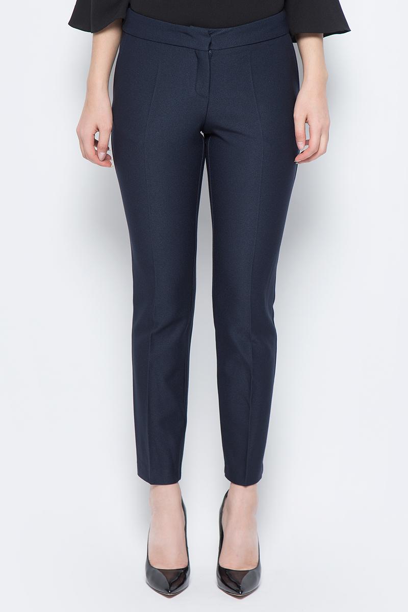 Брюки женские adL, цвет: темно-синий. 15330581002_018. Размер S (42/44)15330581002_018Стильные женские брюки adL - это изделие высочайшего качества, которое превосходно сидит и подчеркнет все достоинства вашей фигуры. Брюки стандартной посадки выполнены из полиэстера с добавлением вискозы и эластана, что обеспечивает комфорт и удобство при носке. Брюки застегиваются на пуговицу в поясе и ширинку на застежке-молнии. Брюки оформлены стрелками и дополнены двумя втачными карманами спереди и одним втачным карманом сзади. Эти модные и в то же время комфортные брюки послужат отличным дополнением к вашему гардеробу и помогут создать неповторимый современный образ.