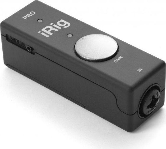 IK Multimedia iRig Pro мобильный интерфейсIP-IRIG-PRO-WIAIK Multimedia iRig Pro - это первый полнофункциональный компактный аудио- и MIDI-интерфейс, который вы можете использовать с микрофонами XLR, гитарой и басом, вашей клавиатурой или другим линейным источником сигнала и MIDI-контроллерами. Он оснащен комбинированным разъемом XLR/1/4 для подключения микрофонов и инструментов (подходят кабели XLR и 1/4 TS) и MIDI-вход для подключения вашего любимого контроллера.Вы найдете iRig Pro самым универсальным аксессуаром для iPhone и iPad в вашей сумке. А когда вы вернетесь на свой Mac, подключите iRig Pro к USB-порту и продолжайте творить на своем ноутбуке или десктопе.Вы будете поражены компактным дизайном устройства и тем, что он действительно дает. Размером примерно с тюбик зубной пасты, iRig Pro прекрасно вписывается в небольшие пространства, такие как сумка с принадлежностями, отделение для аксессуаров вашего футляра или боковой карман ваших шорт-карго. Только не забывайте вытаскивать его перед стиркой.IRig Pro может справиться со всем вашим оборудованием, включая конденсаторные микрофоны XLR, гитары и басы, клавиатуры и другие линейные источники, а также MIDI-контроллеры. Независимо от того, что вы подключаете к своему устройству, iRig Pro это охватит. iRig Pro поставляется с двумя кабелями: Lightning и USB (30-контактный кабель продается отдельно), чтобы гарантировать нужное подключение.В iRig Pro включена небольшая классная функция управления — ручка регулировки усиления входного сигнала. Она позволяет вам настроить нужное количество входного сигнала, чтобы придать вашему звуку и тону правильное количество блеска, силы и хэдрума... как будто музыкантам нужно больше хэдрума! Коубелл? Да. Хэдрум? Скорее нет.Есть одна вещь, на которую вы обратите внимание, с более маленькими (а иногда и более крупными) мобильными интерфейсами — это фактор шума. Некоторые интерфейсы фактически вносят нежелательный шум и помехи в ваш сигнал без всякой причины... совсем не круто. В iRig