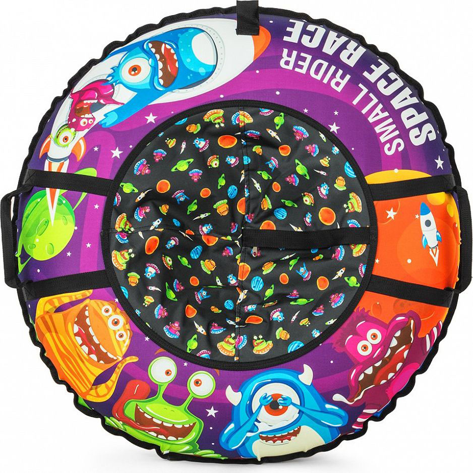 Тюбинг Small Rider Space Race, цвет: фиолетовый, 95 см1217145Новая потрясающая серия Космической тематики. Представляем Вашему вниманию новые премиальные надувные санки-тюбинг (санки-ватрушки) Small Rider Space Race. Это яркие и веселые персонажи, добрые инопланетяне, помогающие зверятам из Cosmic Zoo (Космического Зоопарка).Фантастический яркий видДизайн поражает сочностью красок, запоминаемостью образов и красиво иллюстрированной детской космической тематикой. Такой тюбинг превращает катание с горки в веселую игру, добавляя яркости и приятных эмоций приятному зимнему времяпрепровождению с ребенком.Идеальный подарокСанки-тюбинг смотрятся как продукт высокого уровня, который приятно дарить в подарок. Красивый внешний вид оценит любой малыш и его родители.Меньше запаха, фирменная автокамераСанки имеют большую и надежную фирменную автокамеру Small Rider 16-го радиуса, которая изготавливается по японской технологии из бутила и меньше пахнет. БезопасностьПосадка ребенка - достаточно глубокая, поэтому при спуске стенки ватрушки отлично защищают от возможных неровностей склона и прекрасно амортизируют, снижая нагрузку на спину ребенка.Надежность и долговечность конструкцииНиз чехла тюбинга сделан из глянцевого армированного ПВХ высокой прочности. Он износоустойчивый и обладает отличными характеристиками скольжения.Верх чехла тюбинга сшит из особо прочной, влагоотталкивающей ткани Поли Оксфорд (полиэфирная ткань, она в 3 раза более устойчива к стиранию чем нейлон).В чехле есть большой разрез на молнии, который позволит удобно вставить автокамеру внутрь, который после накачки Вы сможете закрыть и сделать тюбинг почти герметичным.После зимнего сезона тюбинг (камеру) рекомендуется сдуть и хранить камеру отдельно от чехла. Таким образом тюбинг сможет прослужить несколько лет.Качество и долговечность печатиРисунок нанесен на ткань по специальной технологии, благодаря чему он долговечен (не сотрется и не смоется) в отличие от санок-ватрушек, верх которых сделан из ПВХ и приходит