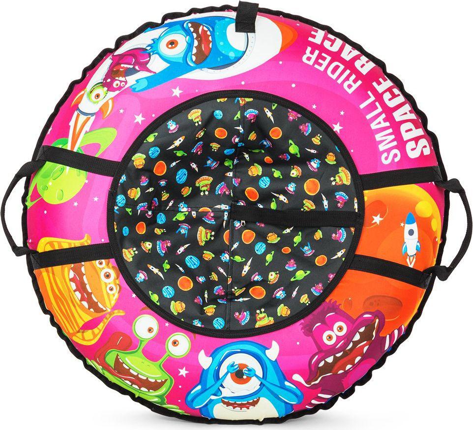 Тюбинг Small Rider Space Race, цвет: розовый, 95 см1217146Новая потрясающая серия Космической тематики. Представляем Вашему вниманию новые премиальные надувные санки-тюбинг (санки-ватрушки) Small Rider Space Race. Это яркие и веселые персонажи, добрые инопланетяне, помогающие зверятам из Cosmic Zoo (Космического Зоопарка).Фантастический яркий видДизайн поражает сочностью красок, запоминаемостью образов и красиво иллюстрированной детской космической тематикой. Такой тюбинг превращает катание с горки в веселую игру, добавляя яркости и приятных эмоций приятному зимнему времяпрепровождению с ребенком.Идеальный подарокСанки-тюбинг смотрятся как продукт высокого уровня, который приятно дарить в подарок. Красивый внешний вид оценит любой малыш и его родители.Меньше запаха, фирменная автокамераСанки имеют большую и надежную фирменную автокамеру Small Rider 16-го радиуса, которая изготавливается по японской технологии из бутила и меньше пахнет. БезопасностьПосадка ребенка - достаточно глубокая, поэтому при спуске стенки ватрушки отлично защищают от возможных неровностей склона и прекрасно амортизируют, снижая нагрузку на спину ребенка.Надежность и долговечность конструкцииНиз чехла тюбинга сделан из глянцевого армированного ПВХ высокой прочности. Он износоустойчивый и обладает отличными характеристиками скольжения.Верх чехла тюбинга сшит из особо прочной, влагоотталкивающей ткани Поли Оксфорд (полиэфирная ткань, она в 3 раза более устойчива к стиранию чем нейлон).В чехле есть большой разрез на молнии, который позволит удобно вставить автокамеру внутрь, который после накачки Вы сможете закрыть и сделать тюбинг почти герметичным.После зимнего сезона тюбинг (камеру) рекомендуется сдуть и хранить камеру отдельно от чехла. Таким образом тюбинг сможет прослужить несколько лет.Качество и долговечность печатиРисунок нанесен на ткань по специальной технологии, благодаря чему он долговечен (не сотрется и не смоется) в отличие от санок-ватрушек, верх которых сделан из ПВХ и приходит в 