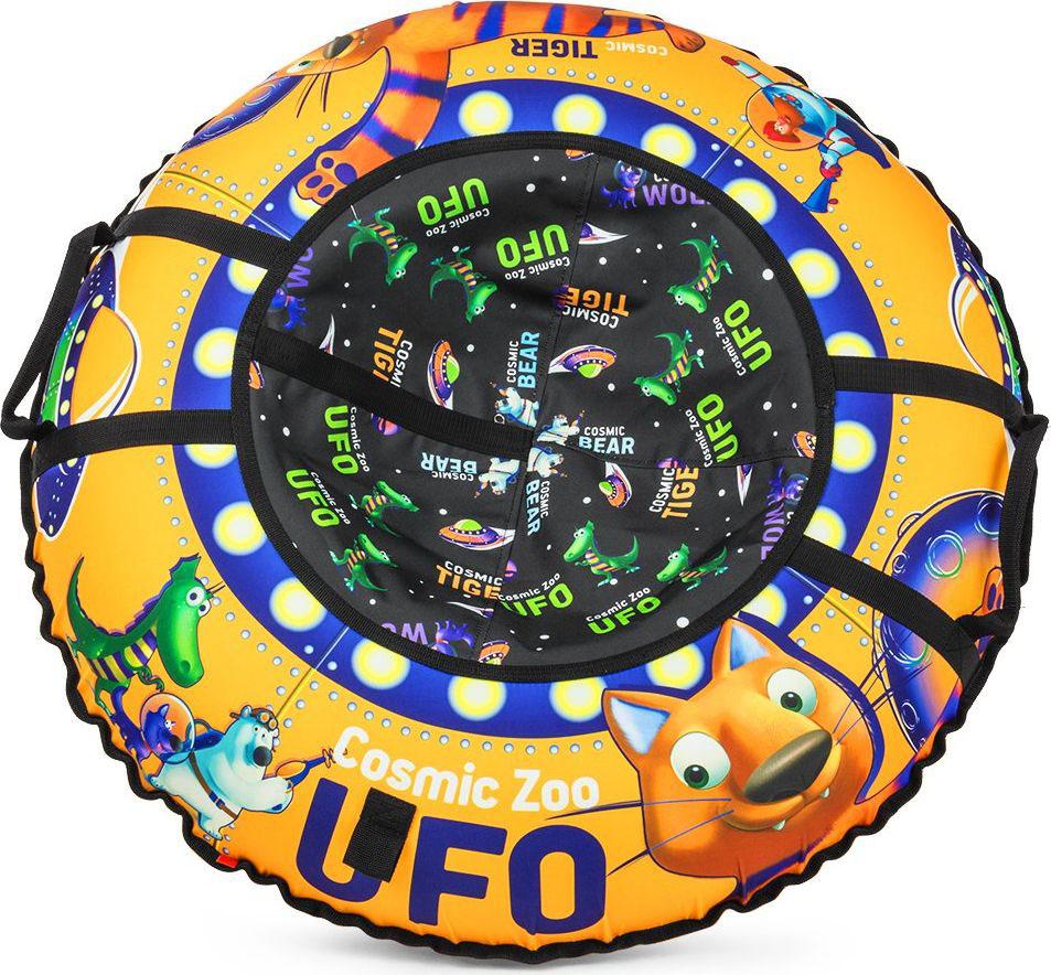 Тюбинг Small Rider Cosmic Zoo UFO. Тигренок, цвет: оранжевый, 95 см472066Настоящее игрушечное НЛО.Это настоящая космическая летающая тарелка, на которой можно совершать полеты со снежных горок. Веселые персонажи Космического Зоопарка - волк, тигренок, динозаврик и медвежонок прилетели с планеты Мегарион, чтобы поиграть с Вашим малышом и прокатить на летающей тарелке. Яркие, красивые цвета надувных санок будут красиво смотреться на горке. Дизайн имеет все атрибуты настоящей летающей тарелки - аллюминаторы, обшивку. Для большей схожести нарисованы планеты и летающей корабли. Функциональность, надежность.У данных надувных санок есть по бокам ручки, за которые нужно держаться при спуске, а также тросик для подъема на горку. Санки-ватрушка Cosmic Zoo Ufo имеют в комплекте чехол и камеру. Верх чехла сделан из водонепроницаемой, особо прочной ткани Поли Оксфорд, а низ - из тентового глянцевого ПВХ высокой прочности. ПВХ обеспечивает отличное скольжение и повышенную прочность. Также он устойчив к морозам. Внутрь ватрушки вставляется автокамера, которая идет в комплекте. Большой максимально допустимый вес ездока.Санки-тюбинг Космический зоопарк выдерживают огромный вес ездока (до120 кг) - это позволяет кататься на них и детям, и взрослым.Плавайте на Cosmic Zoo UFO летом!Летающая тарелка не только съезжает со снежной горки, но и умеет плавать! После зимнего сезона ватрушку использовать летом для обучения плаванию или для игр на воде (например привязать к лодке), а также брать с собой к морю. Веселых Вам полетов на летающей тарелке Космик ЗооПравила накачки ватрушек:1. Цветной чехол необходимо разложить на ровной поверхности, расправить. 2. В чехле необходимо расстегнуть молнию и аккуратно вложить в нее камеру ниппелем вниз, расправив ее. 3. Накачивать необходимо авто-компрессором (от прикуривателя, например) или стационарным компрессором. 4. Качайте, пока автокамера не заполнит весь чехол и ватрушка не расправится (исчезнут основные складки). Надувные санки должны стать упруг