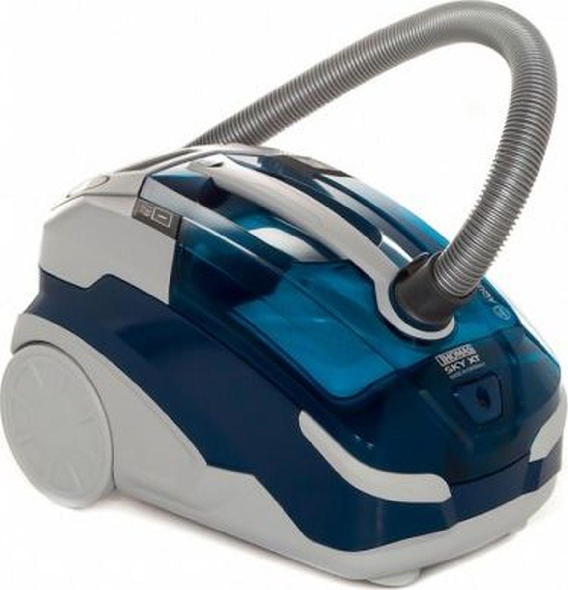 Thomas 788591 Sky XT Aqua-box, Blue моющий пылесос788591Без мешка для пыли. Уборка с постоянной мощностью всасывания. Моющий пылесос Thomas Sky Aqua-Box быстро очищает и моет полы и ковры, а в случае аварии он мгновенно ликвидирует большие лужи. Переключаемая насадка для уборки шерсти с ковров и полов поможет владельцам домашних животных быстро наводить порядок.А еще пылесос во время уборки очистит и увлажнит воздух в доме, сделав его свежим и приятным.