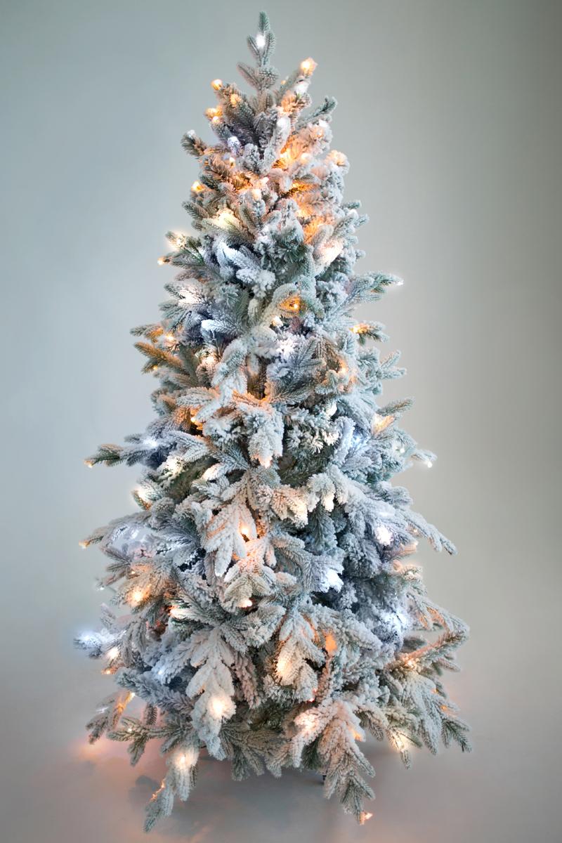 Ель искусственная Crystal Trees Неаполь, заснеженная с вплетенной гирляндой 150 смKP8815SLCrystal Trees Искусственная Ель Неаполь заснеженная с вплетенной гирляндой - Ель Неаполь снежная с вплетенной гирляндой ТМ Crystal Trees - производится в России и является представительницей итальянской коллекции.Стройная снежная чародейка с густой кроной принесёт с собой праздничное волшебство в любое общество.В изготовлении использован смешанный тип хвои (резина+пленка). Ветви деревца, покрытые снегом, выглядят совсем как живые, создавая впечатление, что стоит задеть веточку и снежная шапка посыпится россыпью вниз. Вплетенная гирлянда обеспечивает красивое мерцание огоньков, имитируя поблескивание снега на пушистых ветвях.«Ель Неаполь снежная с вплетенной гирляндой» - находится в среднем ценовом сегменте. По доступной цене Вы приобретаете ель, выполненную из высококачественного материала и безопасную в использовании. Заснеженные ветви уже зафиксированы на стволе. Дерево состоит из трех частей и поэтому легко и быстро собирается, достаточно вставить части дерева и расправить веточки. А также удобно в хранении
