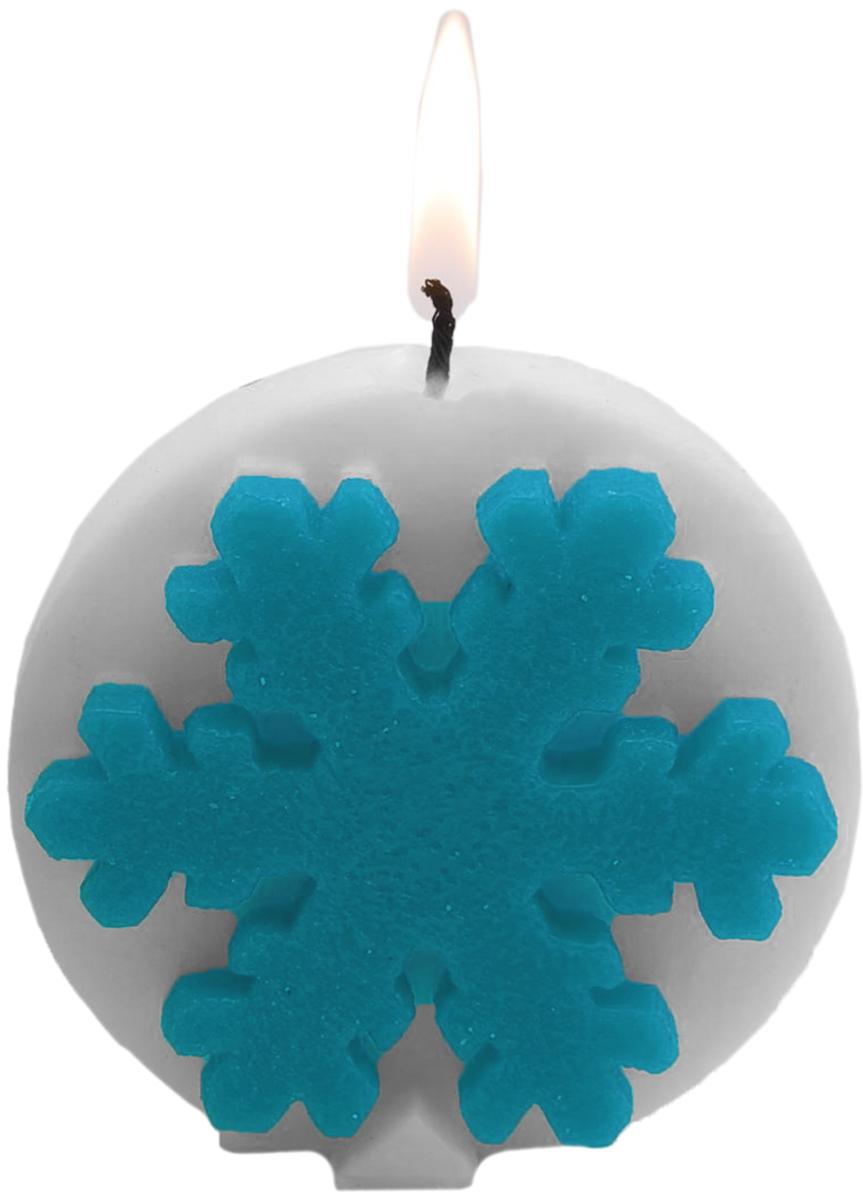 Свеча декоративная Sima-land Снежинки, цвет: белый, голубой, высота 8 см1543784_белый, голубойКакой новогодний стол без свечей? Вместе с мандаринами, шампанским и еловыми ветвями они создадут сказочную атмосферу, а их притягательное пламя подарит ощущение уюта и тепла. А еще это отличная идея для подарка! Оградит от невзгод и поможет во всех начинаниях в будущем году. Декоративная свеча Sima-land - символ Нового года. Она несет в себе волшебство и красоту праздника. Такое украшение создаст в вашем доме атмосферу праздника, веселья и радости.