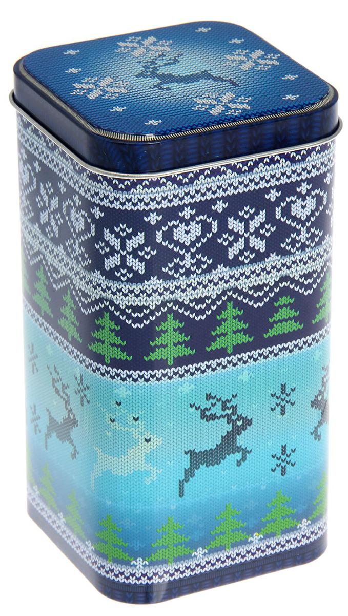 Банка для сыпучих продуктов Рязанская фабрика жестяной упаковки Вязаные узоры, цвет: синий, 1,4 л1769531_синийМеталлическая банка Вязаные узоры - лучший способ сохранить крупы и травы, чай и кофе в наилучшем состоянии.Изделия от Рязанской фабрики жестяной упаковки радуют потребителей уже долгие годы. Чем хороша именно эта банка?- Плотная крышка предохраняет содержимое от высыпания.- Защита от солнечного света продлевает срок годности продуктов.- Яркий дизайн добавит свежую нотку в оформление кухни.- Банка может быть использована для хранения мелких хозяйственных предметов. Наводите порядок на кухне со вкусом!