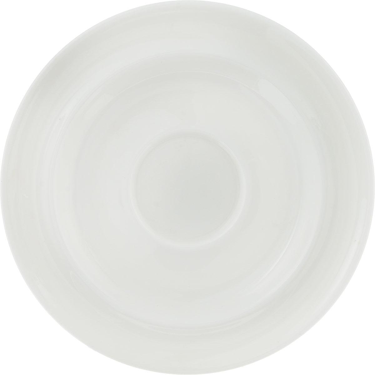 Блюдце для эспрессо Royal Porcelain Максадьюра, диаметр 12,5 смРП-8520Royal - новый уникальный продукт на рынке фарфора, производится из материала,в состав которого входит алюминиум (глинозем) в виде порошка,что придаёт фарфору уникальные свойства: белоснежный цвет, как наповерхности, так и на изломе, более тонкие и изящные формы, так какдобавление металла делает фарфоровую массу более пластичной, устойчивость ксколам и царапинам. Возможный перепад температур приэксплуатации до 200 градусов. Фарфор покрывается глазурью, чтохарактеризует эту посуду как продукт высшего класса. Идеальноподходит для использования в микроволновой печи и посудомоечной машине.