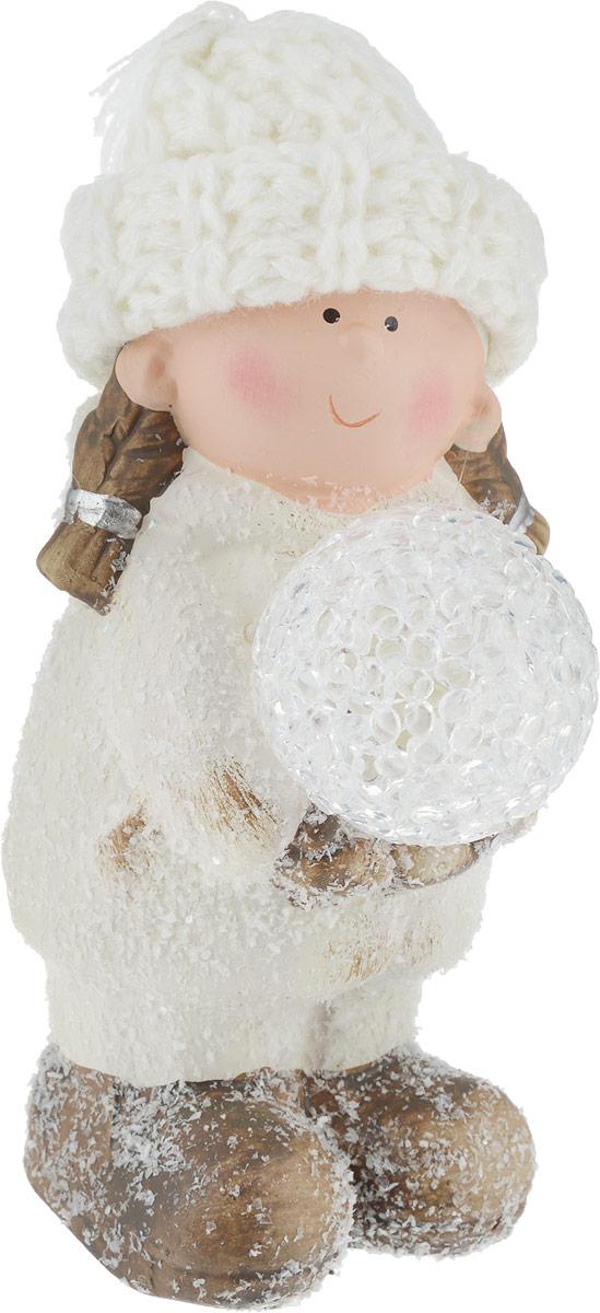 Фигурка декоративная House & Holder Девочка с шаром, с подсветкой, высота 15 смDP-A32-42162W_девочкаФигурка декоративная House & Holder Девочка с шаром, выполненная из керамики, станет оригинальнымподарком для всех любителей необычных вещей. Изделие работает от батареек типа LR44 (входят в комплект).Шапка девочки выполнена из текстиля. Изысканный сувенир станет прекрасным дополнением к интерьеру. Вы можете поставить фигурку в любом месте,где она будет удачно смотреться, и радовать глаз.Высота фигурки: 15 см. Диаметр шара: 5 см.