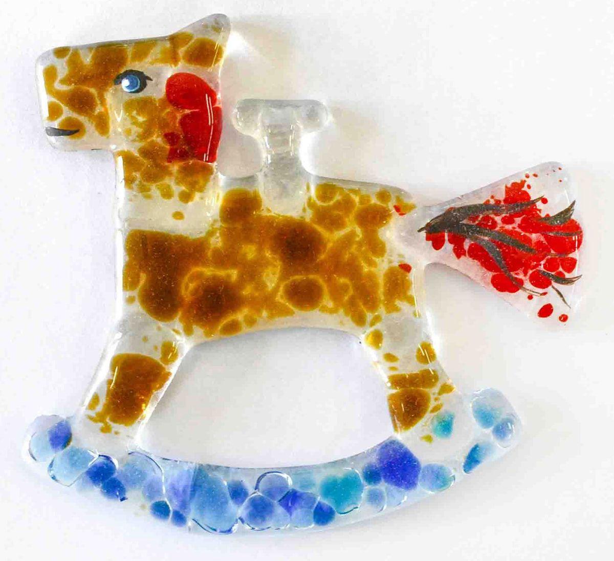 Украшение новогоднее подвесное Лошадка, 9,5 х 9 х 0,5 смЕС-56Елочная игрушка - символ приближающегося праздника. Она послужит прекрасным подарком как для ребенка, так и для взрослого, а также дополнит новогодний интерьер. Веселая лошадка будет отлично смотреться на праздничной елке.