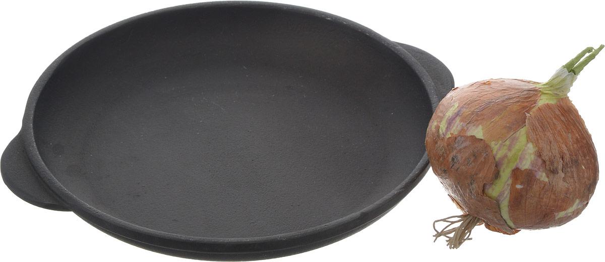 """Сковорода """"Майстерня"""" изготовлена из натурального экологически безопасного чугуна. Чугун является одним из лучших материалов для производства посуды. Его можно нагревать до высоких температур. Он очень практичный, не выделяет токсичных веществ, обладает высокой теплоемкостью и способен служить долгие годы.Такая сковорода замечательно подойдет для приготовления жаренных и тушеных блюд, стейков и овощей, при этом результат всегда просто потрясающий.Вы всегда будете готовить самую вкусную и полезную для здоровья пищу.     Уважаемые клиенты! Для сохранения свойств посуды из чугуна и предотвращения появления ржавчины чугунную посуду мойте только вручную, горячей или теплой водой, мягкой губкой или щёткой (не металлической) и обязательно вытирайте насухо. Для хранения смазывайте внутреннюю поверхность посуды растительным маслом, а перед следующим применением хорошо накалите посуду."""