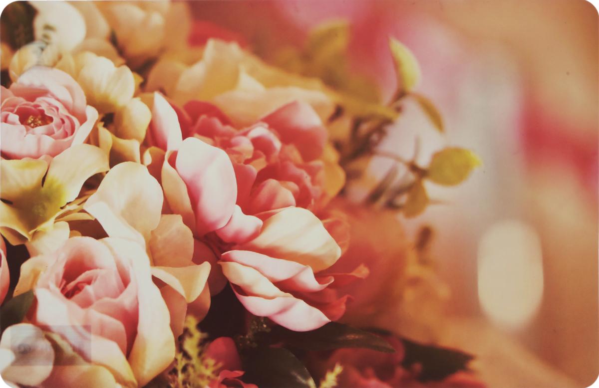 Салфетка под горячее Fenghua Flowers. Пионы, 43,5 х 28 см. TAP022TAP021_пионыСалфетка под горячее Fenghua Flowers. Пионы изготовлена из полимерного материала. Такая салфетка прекрасно подойдет для украшения интерьера кухни, она сбережет стол от высоких температур и грязи.Каждая хозяйка знает, что подставка под горячее - это незаменимый и очень полезный аксессуар на каждой кухне. Ваш стол будет не только украшен оригинальной подставкой, но и сбережен от воздействия высоких температур ваших кулинарных шедевров. Размер салфетки: 43,5 х 28 см.