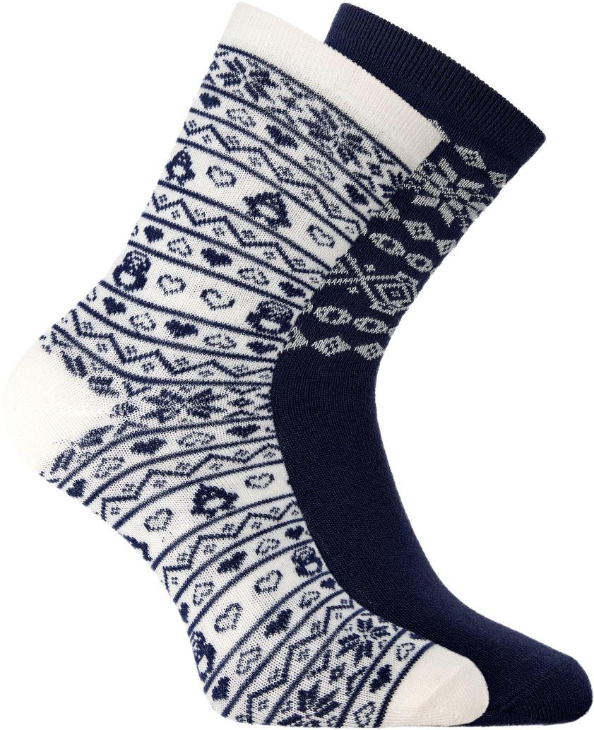 Носки женские oodji, цвет: темно-синий, белый, 2 пары. 57102450T2/46059/7912J. Размер 35/3757102450T2/46059/7912JВысокие теплые носки от oodji из фактурной пряжи. Край на тонкой резинке прочно облегает ногу, но не впивается в тело и не оставляет следов на коже. Особенности этих носков – мягкий ворс. Эластичная пряжа необыкновенно приятна на ощупь, хорошо держит тепло, обладает хорошими амортизирующими свойствами. Носки легки в уходе, не садятся и не сползают.Мягкие бархатистые носки можно носить с утепленной одеждой спортивного типа или использовать в домашнем гардеробе. Лучше всего эта модель будет смотреться как дополнение к лыжным или тренировочным штанам, джинсам в паре с кроссовками, высокими кедами, ботинками на шнуровке. Носки прекрасно подходят для утренних пробежек, прогулок по городу, веселых поездок на дачу и уютного времяпрепровождения дома под теплым пледом с чашечкой кофе. Высокие теплые носки – комфорт каждый день.