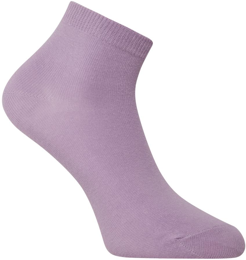 Носки женские oodji, цвет: сиреневый. 57102418B/47469/8000N. Размер 35/3757102418B/47469/8000NУкороченные базовые носки от oodji с узкой резинкой, которая плотно облегает икры и надежно фиксируется на ноге. Носки из тонкой гладкой хлопковой ткани с добавлением эластана приятно носить: они позволяют коже дышать, не вызывают раздражений, хорошо тянутся и сохраняют тепло. Эти носки прекрасно подходят для разных погодных условий. В них вам будет комфортно!Красивые укороченные носки хорошо сочетаются со спортивными комплектами – трикотажными брюками или джинсами. Идеально подходят для кроссовок и другой закрытой обуви. Укороченные носки прекрасно смотрятся с короткими или подвернутыми джинсами, брюками-чиносами или бриджами. В таких носках приятно ходить дома, особенно если у вас часто мерзнут ноги. Удобные базовые носки будут уместны в любом гардеробе.