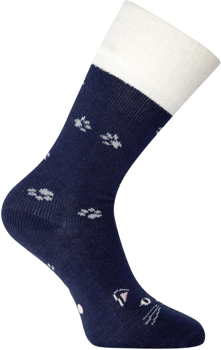 Носки женские oodji, цвет: темно-синий, белый. 57102449-1/46590/7912P. Размер 35/3757102449-1/46590/7912PВысокие теплые носки от oodji из фактурной пряжи. Край на тонкой резинке прочно облегает ногу, но не впивается в тело и не оставляет следов на коже. Особенности этих носков – мягкий ворс. Эластичная пряжа необыкновенно приятна на ощупь, хорошо держит тепло, обладает хорошими амортизирующими свойствами. Носки легки в уходе, не садятся и не сползают.Мягкие бархатистые носки можно носить с утепленной одеждой спортивного типа или использовать в домашнем гардеробе. Лучше всего эта модель будет смотреться как дополнение к лыжным или тренировочным штанам, джинсам в паре с кроссовками, высокими кедами, ботинками на шнуровке. Носки прекрасно подходят для утренних пробежек, прогулок по городу, веселых поездок на дачу и уютного времяпрепровождения дома под теплым пледом с чашечкой кофе. Высокие теплые носки – комфорт каждый день.