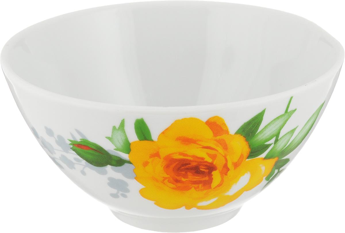 Пиала Дулевский Фарфор Роза, 250 млSTWFREXLFLO0106Пиала изготовлена из высококачественного фарфора, покрытого глазурью.Внешняя стенка оформлена красочным изображением.Изделие прекрасно подойдет для подачи салата илимороженого. Благодаря изысканному дизайну такая пиаластанет бесспорным украшением вашего стола.