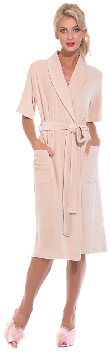 Халат женский Evateks, цвет: бежевый. 340. Размер 50/52340Универсальный и удобный халатик из облегченной велюровой ткани. Идеальный вариант на каждый день. Халат на запах и на поясе, который можно завязать, как по центру, так и с боку изделия. Внутренние завязки обеспечивают удобную фиксацию против распахивания. Длина халата оптимальная - чуть ниже колена(Рост модели на фото 172 см.). Небольшие разрезы по бокам.