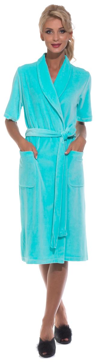 Халат женский Evateks, цвет: голубой. 340. Размер 46/48340Универсальный и удобный халатик из облегченной велюровой ткани. Идеальный вариант на каждый день. Халат на запах и на поясе, который можно завязать, как по центру, так и с боку изделия. Внутренние завязки обеспечивают удобную фиксацию против распахивания. Длина халата оптимальная - чуть ниже колена(Рост модели на фото 172 см.). Небольшие разрезы по бокам.