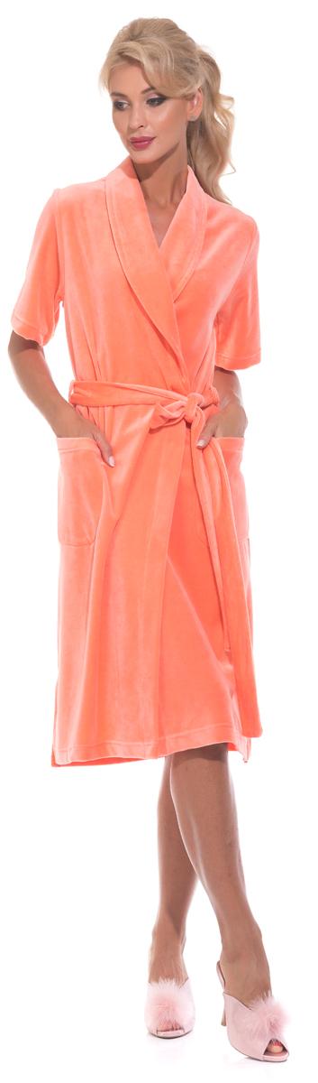 Халат женский Evateks, цвет: оранжевый. 340. Размер 46/48340Универсальный и удобный халатик из облегченной велюровой ткани. Идеальный вариант на каждый день. Халат на запах и на поясе, который можно завязать, как по центру, так и с боку изделия. Внутренние завязки обеспечивают удобную фиксацию против распахивания. Длина халата оптимальная - чуть ниже колена(Рост модели на фото 172 см.). Небольшие разрезы по бокам.