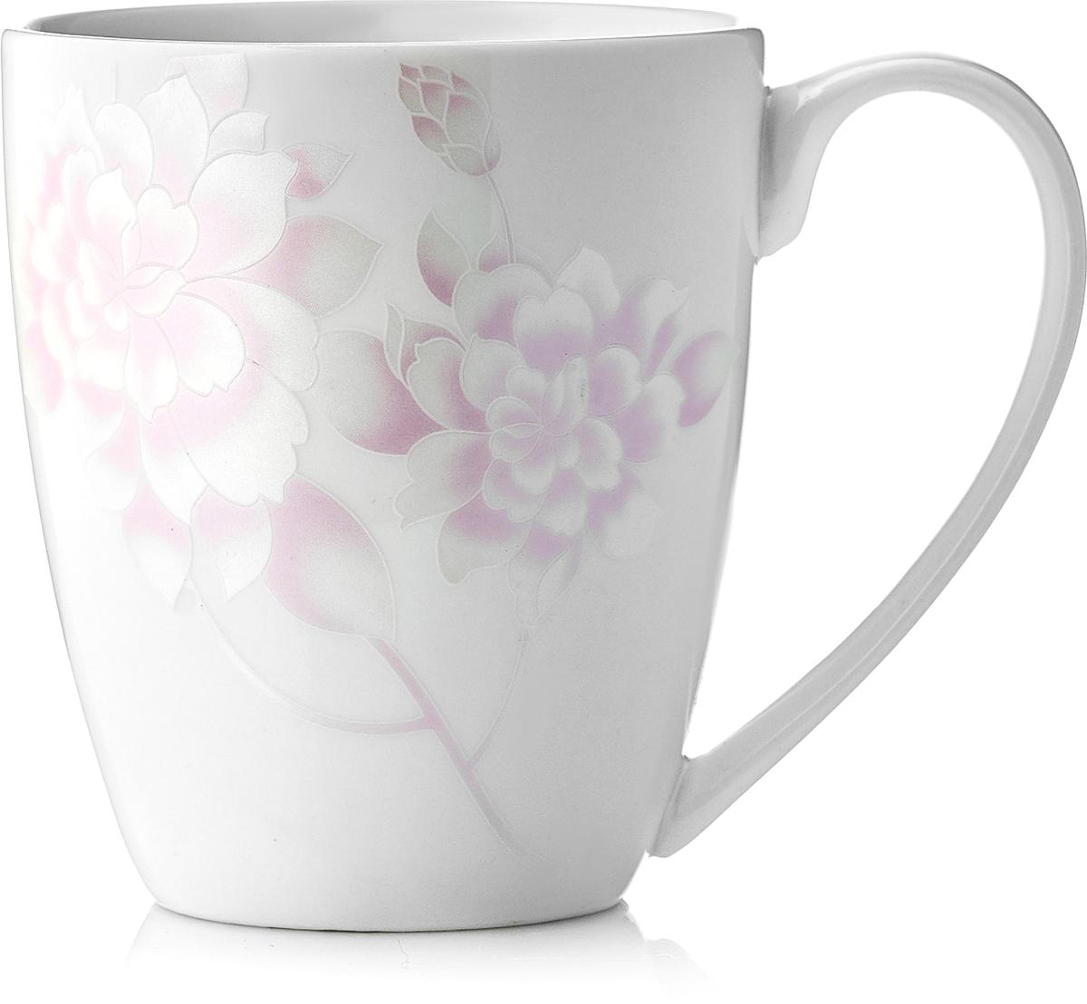 Кружка Esprado Peonies, цвет: белый, светло-розовый, 350 мл. PEO035PE302PEO035PE302Кружка Esprado Peonies, изготовленная из высококачественного твердого фарфора, прекрасно впишется в интерьер вашей кухни и станет достойным дополнением к кухонному инвентарю.Над созданием дизайна коллекций посуды из твердого фарфора Esprado работает международная команда высококлассных дизайнеров, не только воплощающих в жизнь все новейшие тренды, но также и придерживающихся многовековых традиций при создании классических коллекций. Посуда из твердого фарфора будет идеальным выбором, для тех, кто предпочитает красивую современную посуду из высококачественного материала.