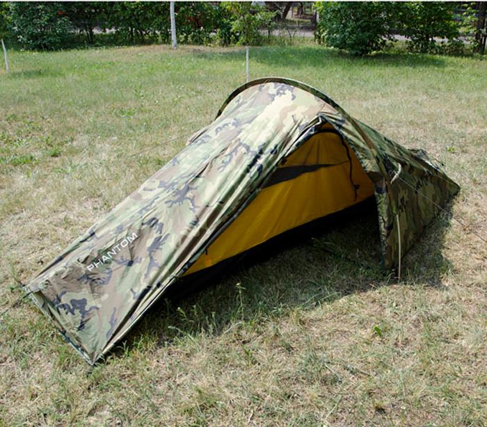 Палатка Сплав Phantom, двухместная, цвет: зеленый, коричневый, черный5098Легкая универсальная платка для 1—2 человек на одной дуге. Сезонность: 3. Количество мест: 2. Количество дуг: 1. Габариты и вес: Размеры внешней палатки, тента (Д?Ш?В): 315х160х105 см. Размеры спального места (Д?Ш?В): 240х110х95 см. Размеры в упакованном виде (Д?Ш?В): 50х17х13 см. Полный вес: 2,2 кг. Минимальный вес (без чехла и колышков): 1,81 кг. Материалы: Внешний тент: Polyester 75D/190T PU 8000 мм. Внутренняя палатка: Polyester R/S 68D/210T W/R. Дно: Polyester 100D PU 10000 мм. Дуги: Алюминиевый сплав 7001 T6 O8,5 мм. Фурнитура: Duraflex. Простота в установке. Тент и палатка могут устанавливаться одновременно. Возможна установка отдельно тента без внутренней палатки. Вход и вентиляция внутренней палатки продублированы противомоскитной сеткой. Вход тента в нижней части фиксируются дополнительным крючком. Штормовые оттяжки. Веревки оттяжек имеют вплетенную светоотражающую нить. Карманы для мелочей во внутренней палатке. Швы тента и дна проклеены.