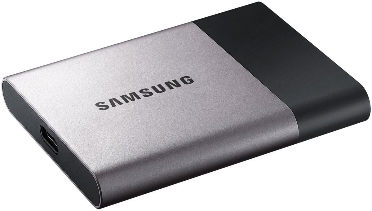 Samsung T3 Portable 250GB SSD-накопитель (MU-PT250B/WW)485446Портативный SSD-накопитель Samsung серии Т3 устанавливает стандарты для скорости, емкости, надежности и простоты подключения. Хранить важные данные на таком диске можно уверенно, безопасно, а получить к ним доступ - предельно быстро.Вес накопителя составляет всего 51 грамм, что максимально удобно при работе в дороге, частом перемещении и активной работе, а по размеру диск больше напоминает банковскую карту, чем накопитель.Защиту накопителя обеспечивает внешний ударопрочный алюминиевый корпус и внутреннее шасси, а данные от несанкционированного доступа убережет дополнительное AES 256-битное аппаратное шифрование.Т3 совместимы с популярными операционными системами, благодаря чему вы можете легко подключить его к ПК, устройствам Android и другим. С дополнительным приложением Samsung Portable SSD для Android, USB 3.1 type-C портом подключения и USB type-C кабелем для передачи информации, пользователи могут легко управлять диском и получать доступ к содержимому.