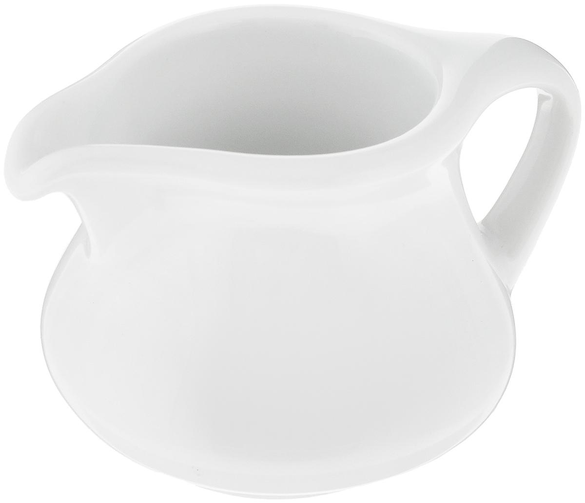 Сливочник Royal Porcelain, 40 млРП-0217Сливочник Royal Porcelain предназначен для того, чтобы красиво и аппетитно подавать на стол сливки или молоко к чаю, кофе, супу или фруктам.Royal новый уникальный продукт на рынке фарфора производится из материала, в состав которого входит алюминиум (глинозем) в виде порошка, что придает фарфору уникальные свойства: белоснежный цвет, как на поверхности, так и на изломе, более тонкие и изящные формы, так как добавление металла делает фарфоровую массу более пластичной, устойчивость к сколам и царапинам. Возможный перепад температур при эксплуатации до 200 градусов! Фарфор покрывается глазурью, что характеризует эту посуду как продукт высшего класса.Идеально подходит для использования в микроволновой печи и посудомоечной машине.