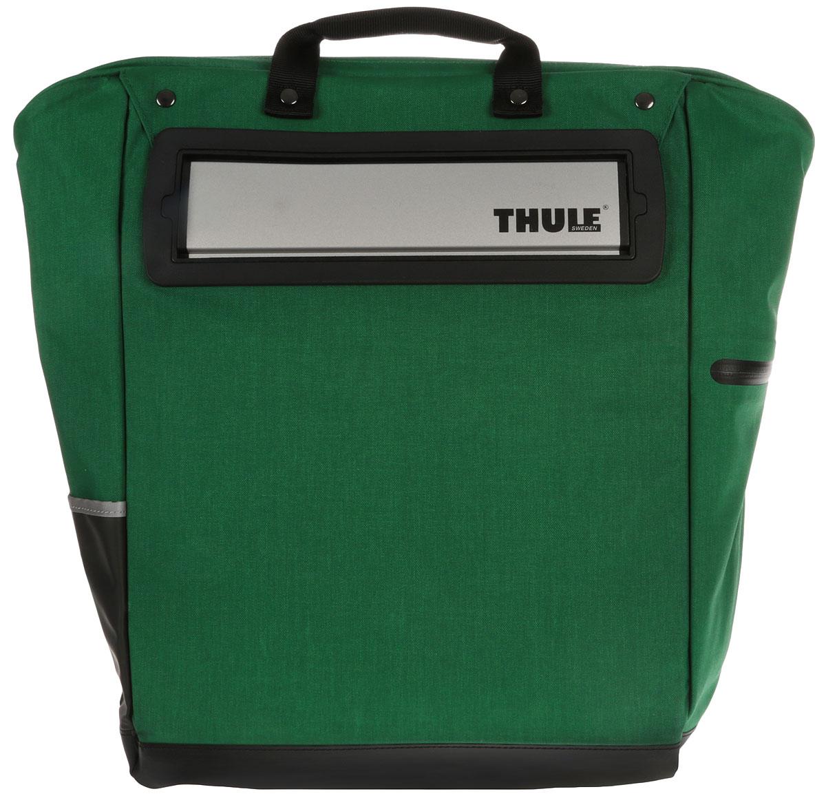 Сумка велосипедная Thule Tote, цвет: зеленый, черный, 23,5 л100002_зеленыйВелосипедная сумка Thule Tote выполнена из высококачественных материалов в городском стиле. Легко трансформируется в повседневную сумку. Сумка имеет одно главное отделение, которое позволяет удобно помещать крупные вещи. Изделие оснащено удобными ручками и регулируемым ремнем через плечо.Система крепления проста в использовании, безопасна и имеет малый уровень вибрации. Крепления-невидимки легко отщелкиваются для максимального удобства при переноске без велосипеда. По бокам сумки расположен карман без застежки и карман на молнии для хранения наплечного ремня.Светоотражающие полоски повышают заметность на дороге в темное время суток. Сумку можно установить с любой стороны велосипеда. Она подходит к большинству видов багажника.