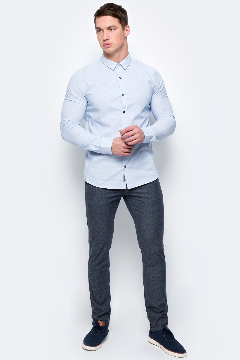 Рубашка мужская Calvin Klein Jeans, цвет: голубой. J30J306384_4060. Размер S (44/46)J30J306384_4060Мужская рубашка с длинными рукавами и отложным воротником выполнена из качественного хлопка и эластана. Изделие застегивается на пуговицы. Манжеты рукавов дополнены застежками-пуговицами, низ изделия закруглен.