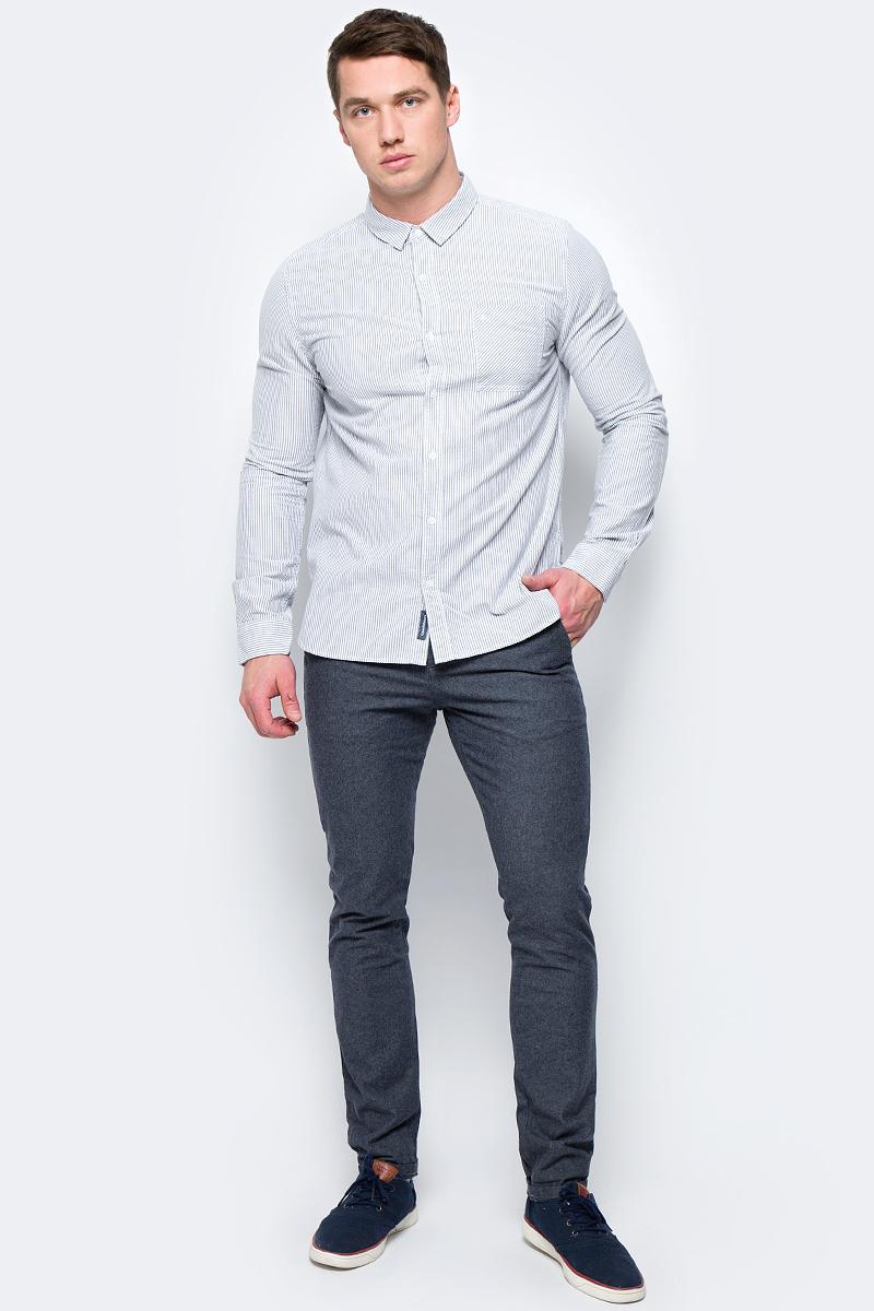 Рубашка мужская Calvin Klein Jeans, цвет: черный. J30J306513_0990. Размер S (44/46)J30J306513_0990Мужская рубашка с длинными рукавами и отложным воротником выполнена из качественного хлопка. Изделие застегивается на пуговицы и оформлено накладным карманом. Манжеты рукавов дополнены застежками-пуговицами, низ изделия закруглен.