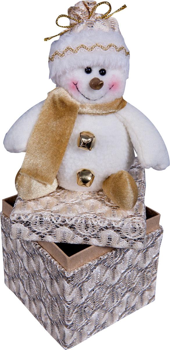 Игрушка новогодняя Mister Christmas Снеговик, высота 24 смDCM-010Игрушка новогодняя Mister Christmas Снеговик - прекрасное украшение для вашего дома.Изготовлена из комбинированных текстильных материалов, она ярко смотрится и приятна наощупь. Такая игрушка одинаково хорошо смотрится на елке, под елкой возле подарков, наполочке, столе или другом видном месте вашего дома или офиса. Это прекрасный подарокколлегам, друзьям, близким, а также детям. Сувенир изготовлен из экологически чистыхматериалов. А нарядная подарочная упаковка позволит вамне беспокоиться о дополнительном оформлении подарка.