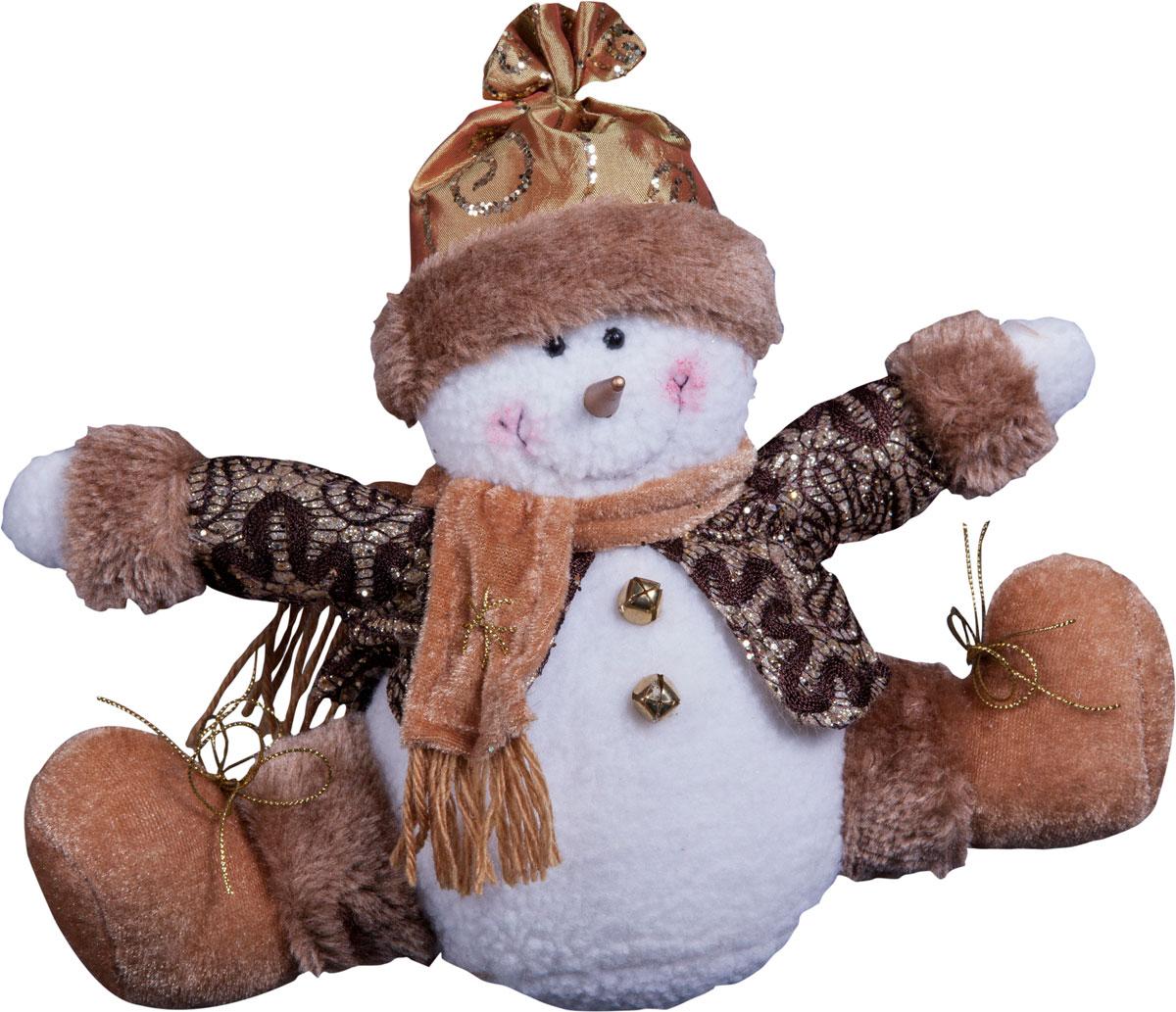 Игрушка новогодняя Mister Christmas Снеговик, высота 15 смDCM-023Игрушка новогодняя Mister Christmas Снеговик - прекрасное украшение для вашего дома. Изготовлена из комбинированных текстильных материалов, она ярко смотрится и приятна на ощупь. Такая игрушка одинаково хорошо смотрится на елке, под елкой возле подарков, на полочке, столе или другом видном месте вашего дома или офиса. Это прекрасный подарок коллегам, друзьям, близким, а также детям. Сувенир изготовлен из экологически чистых материалов. А нарядная подарочная упаковка позволит вам не беспокоиться о дополнительном оформлении подарка.