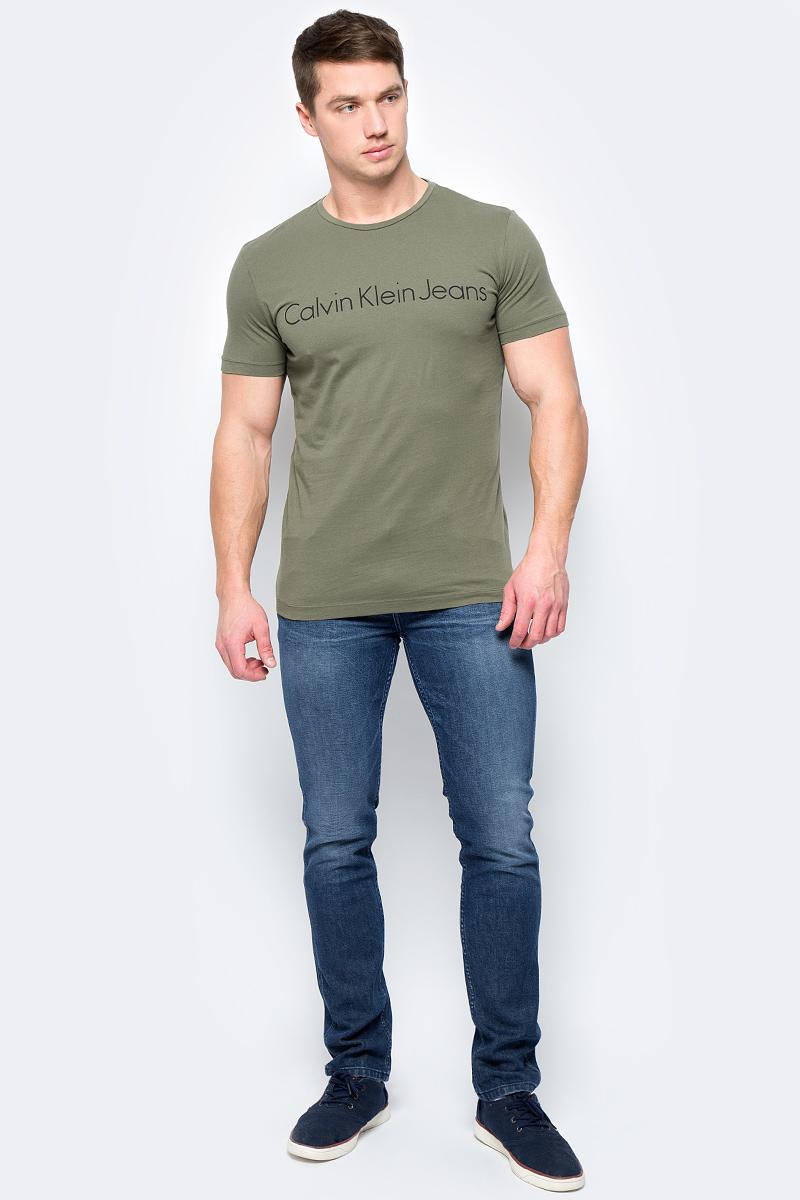 Футболка мужская Calvin Klein Jeans, цвет: тауп. J30J306458_2930. Размер S (44/46)J30J306458_2930Футболка Calvin Klein - оптимальный вариант для активного отдыха и повседневного использования. Модель выполнена из хлопка, что обеспечивает максимально комфортные ощущения во время использования. Принт на груди с названием бренда придает изделию оригинальность.